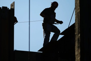 US Construction Spending Falls 0.4 Percent in November