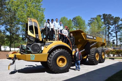 VOLVO CE IS GIVING STUDENTS ACCESS | Tractopart