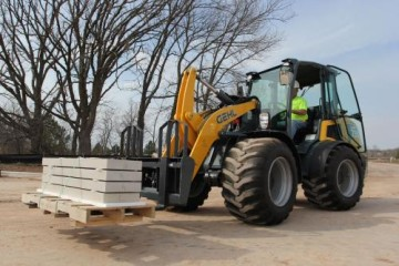 GEHL EXPANDS LINEUP WITH 650, 750 WHEEL LOADERS