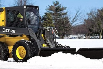 JOHN DEERE OFFERS THREE MODELS OF SNOW UTILITY V-BLADE ATTACHMENTS