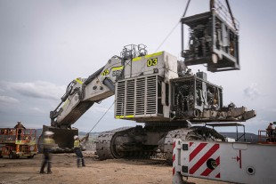 Moolarben and Mt Thorley branch deliver the first repowered R 996 B mining excavator in the Hunter Valley